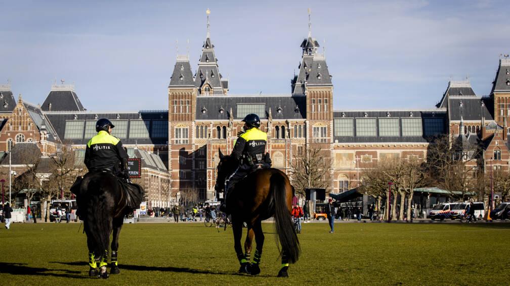 Bekijk details van EncroChat-onderzoek leidt tot arrestatie Amsterdamse agent