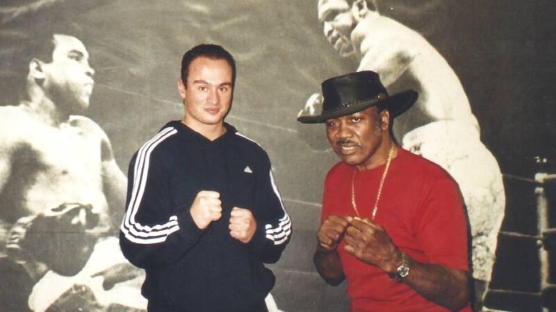 Drie maanden trainen met Frazier, winnaar van het mooiste boksgevecht ooit - NOS