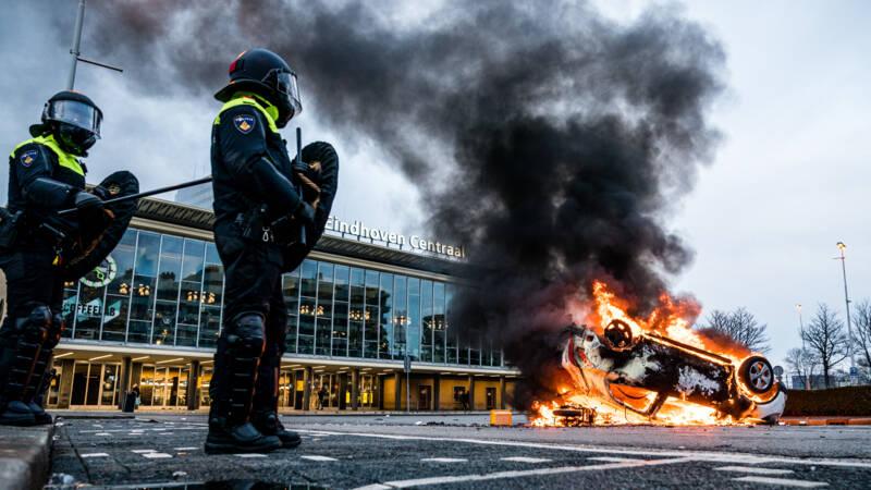 Drie aanhoudingen na speciale uitzendingen over avondklokrellen Brabant - NOS