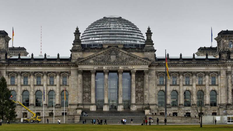 Felle kritiek op Merkels partij na mondkapjes-schandaal: 'Immoreel en onacceptabel' - NOS