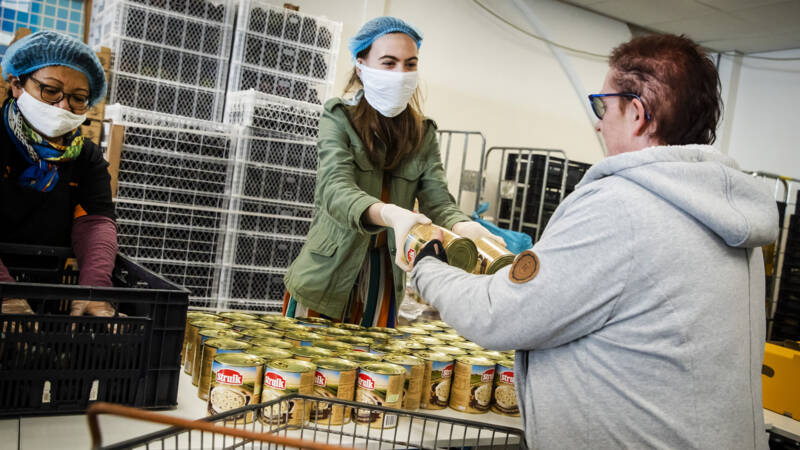 Meer huishoudens naar de voedselbank door coronacrisis - NOS