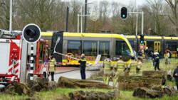 Tram ontspoord op Uithoflijn in Utrecht na aanrijding met auto.