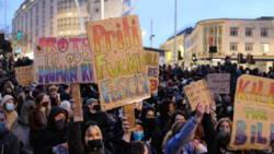 Opnieuw botsingen tussen politie en betogers in Bristol, 10 arrestaties.