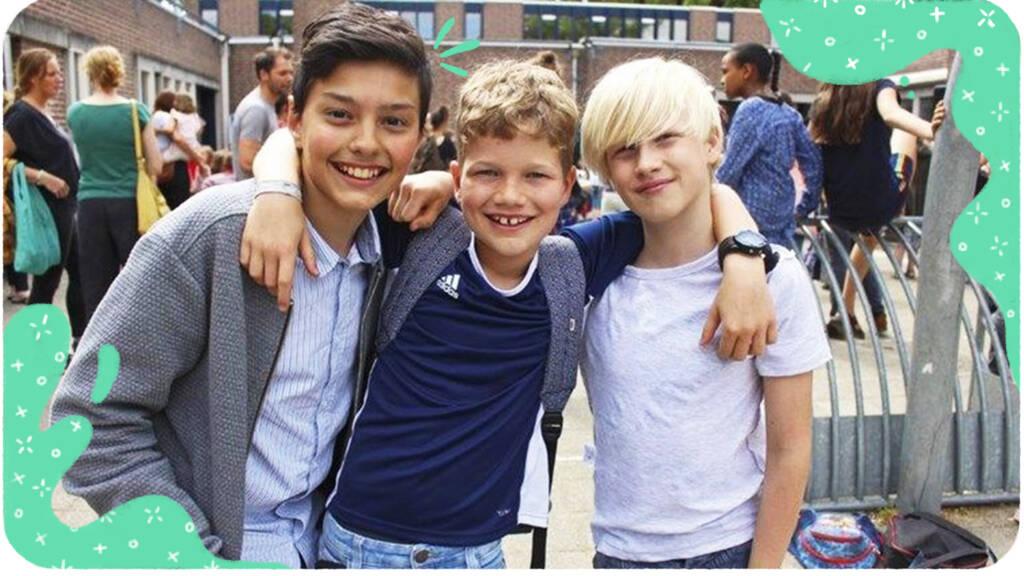 Jacob (links) met zijn vrienden.