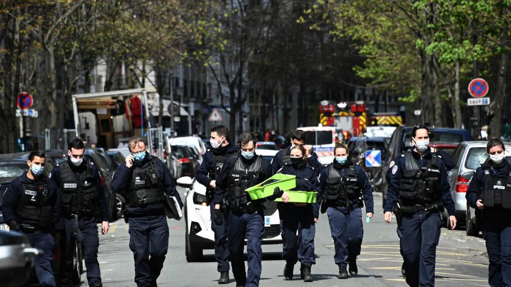 Bekijk details van Schietpartij voor ziekenhuis Parijs: 1 dode