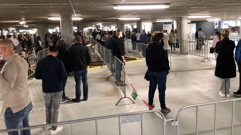 Meteen na opening lange rijen bij Ikea en Primark