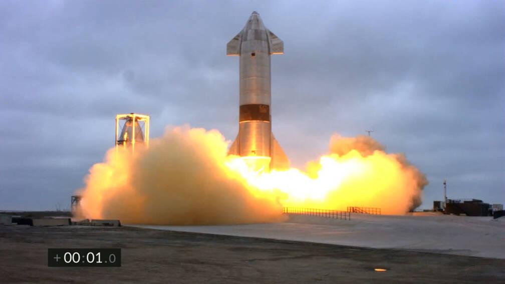 Bekijk details van Prototype Marsraket van SpaceX nu wel veilig geland na succesvolle test