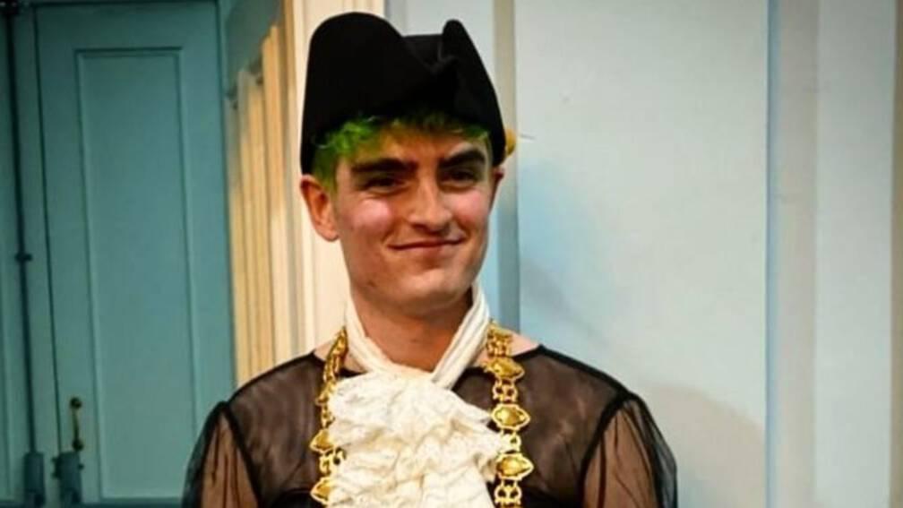 Bekijk details van Jong queer gemeenteraadslid wordt burgemeester in oudste stad Wales