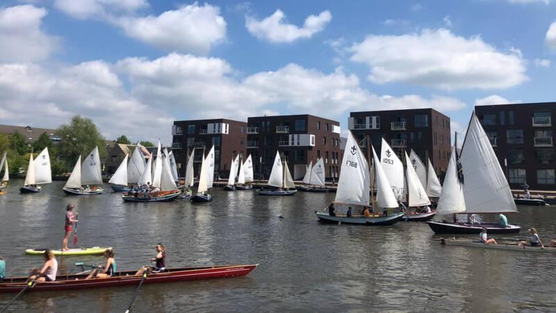 Utrechters protesteren met botenparade tegen komst bruggen