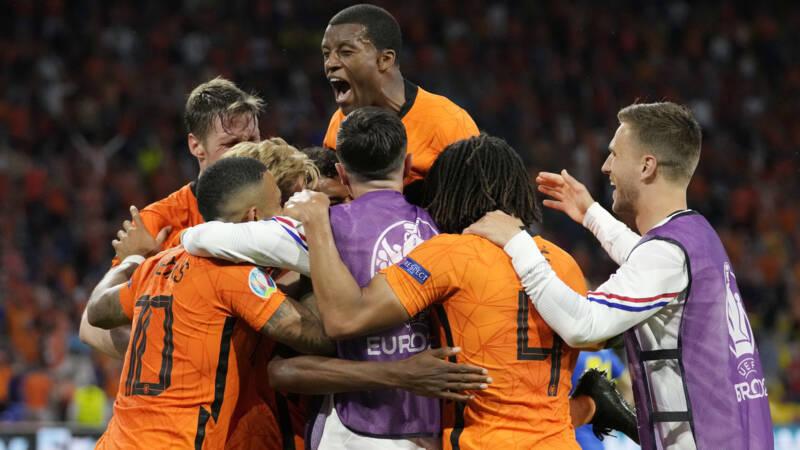 Het EK is voor Nederland begonnen met een spectaculaire 3-2 zege op Oekraïne  | NOS