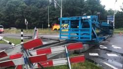 N57 op Schouwen-Duiveland dicht door gekantelde vrachtwagen.