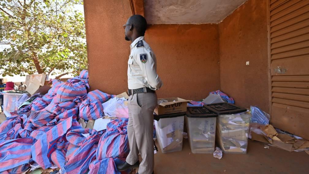 Bekijk details van Gewapende militanten doodden zeker elf agenten in Burkina Faso