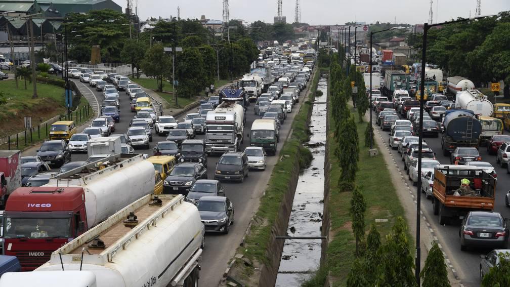 Bekijk details van Laatste waarschuwing aan oliebedrijven: stoppen met export giftige benzine