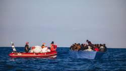 Bootongeluk bij Tunesië, zeker 43 migranten in Middellandse Zee verdronken.