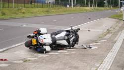Motoragent dood na aanrijding met vrachtwagen in Rotterdam, bestuurder doorgereden.