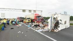 A27 bij Houten afgesloten na ongeluk met caravan.