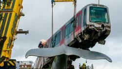 Metro-ongeluk Spijkenisse door te hoge snelheid, glad spoor en te laat remmen.