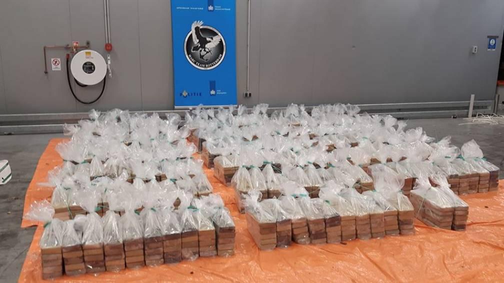 Bekijk details van 1760 kilo cocaïne gevonden in container Rotterdamse haven