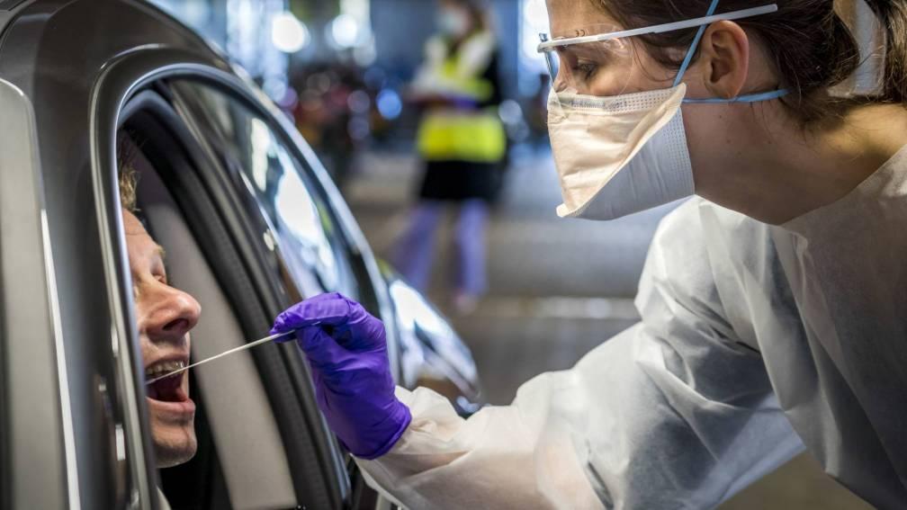 Bekijk details van Daling zet door, 2350 nieuwe besmettingen gemeld