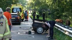 Bestuurder rijtuig met ponys zwaargewond door botsing met auto in Beilen.