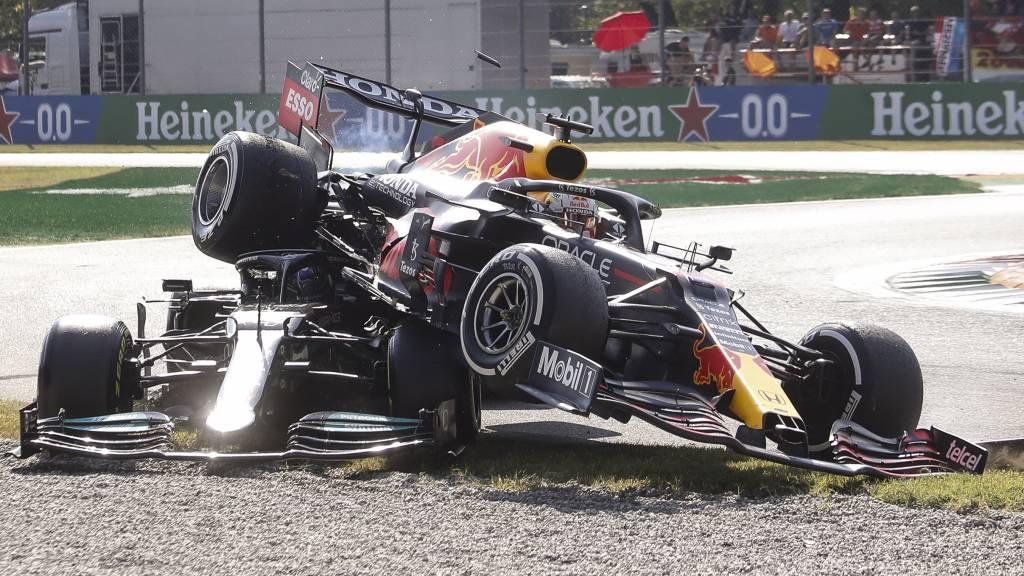 Crash betekent einde GP Monza voor Verstappen en Hamilton, Ricciardo wint |  NOS