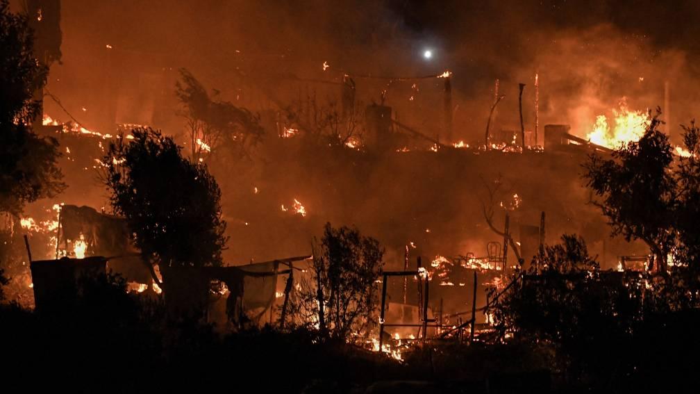 Evacuatie na brand in migrantenkamp Samos