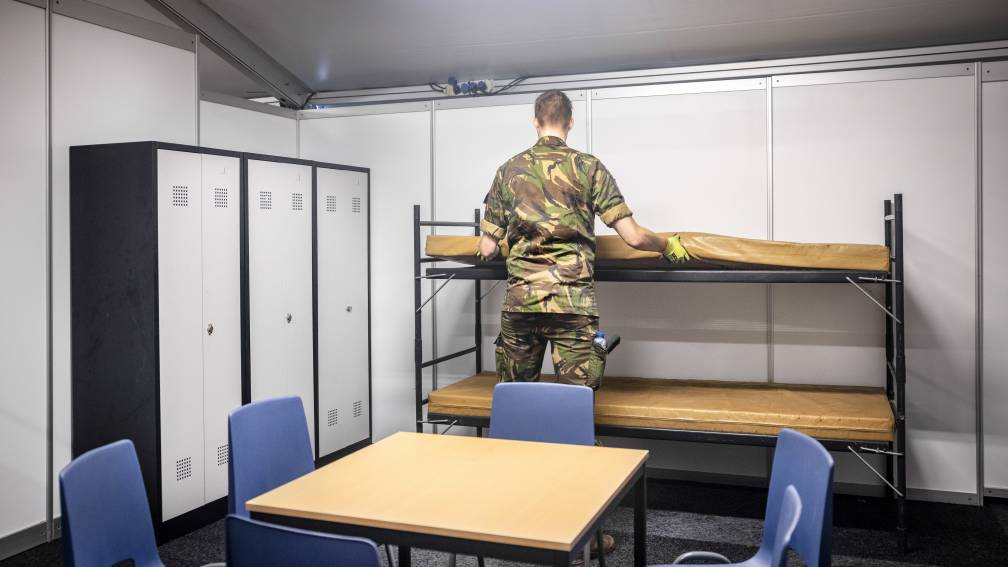 Bekijk details van 200 asielzoekers vanwege ruimtegebrek naar noodopvang in Heumensoord