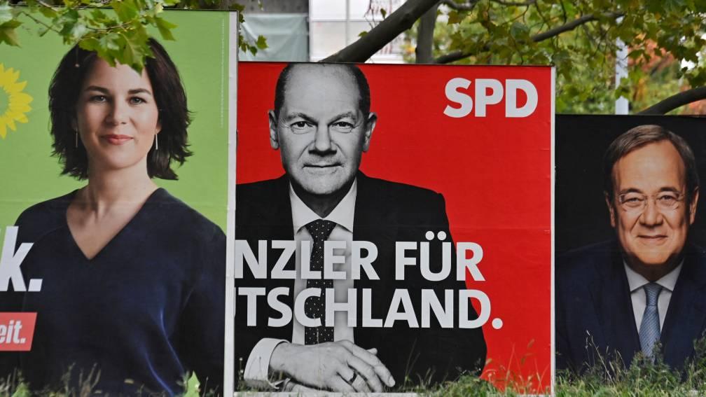 Bekijk details van SPD-leider Scholz ziet zichzelf als nieuwe kanselier, maar voor formatie ligt alles nog open