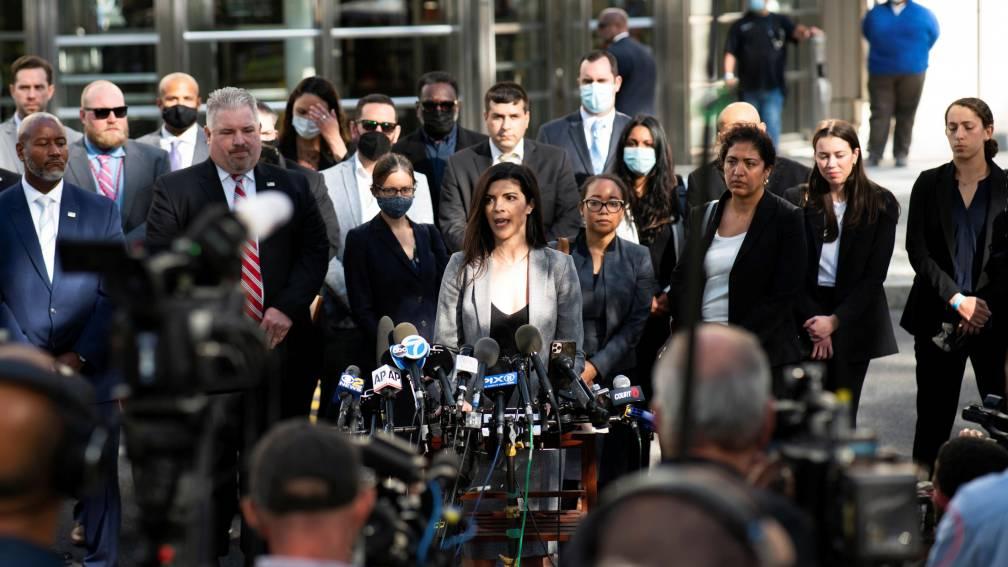 Slachtoffers R. Kelly zijn blij met uitspraak: 'Dit is een kleine overwinning'