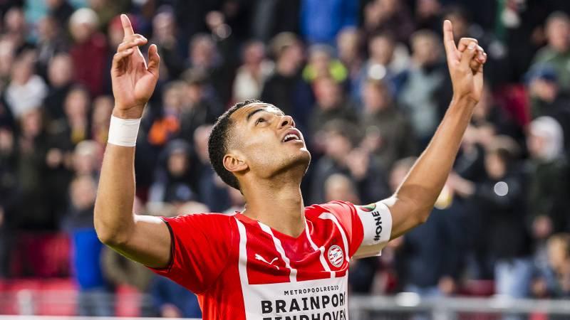 PSV boekt dankzij drie late doelpunten benauwde zege op dapper PEC Zwolle