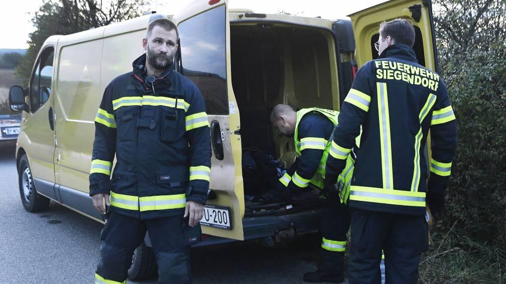 Bekijk details van Twee dode migranten in bestelbusje in Oostenrijk, smokkelaar gevlucht