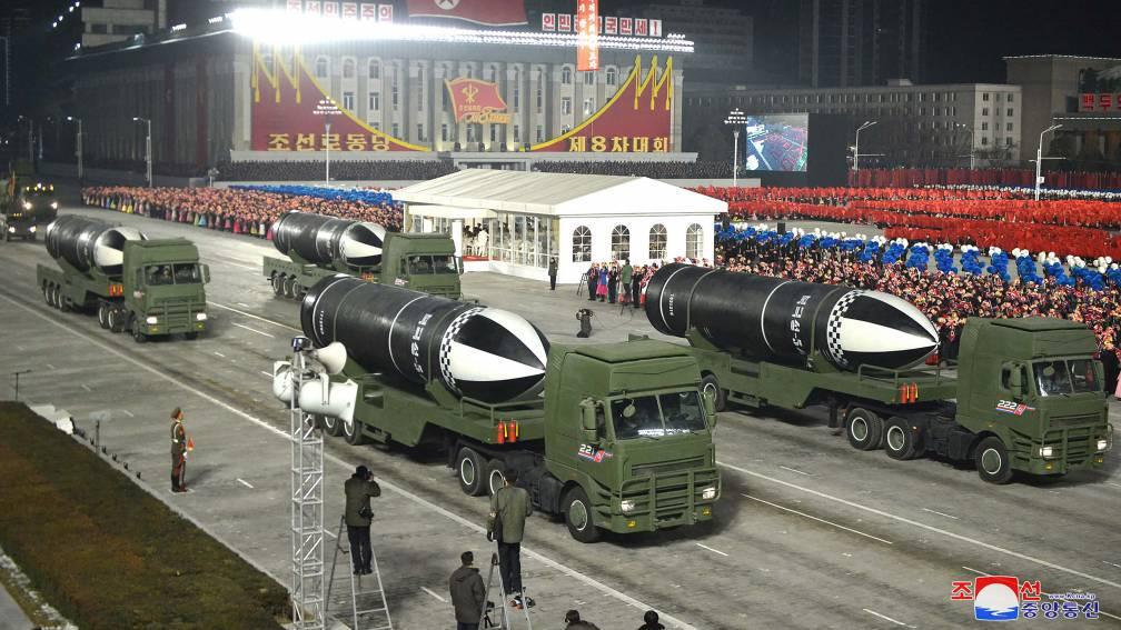 Bekijk details van Noord-Korea lanceert ballistische raket vanaf onderzeeër