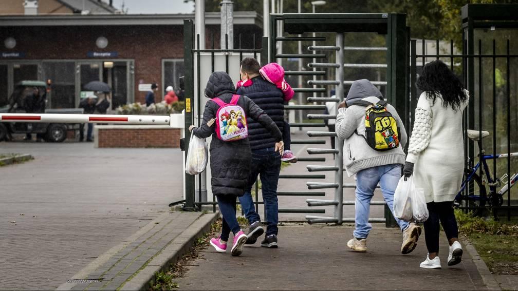 Bekijk details van Broekers-Knol belooft overvol Ter Apel 500 opvangplekken elders, burgemeester nog steeds ontevreden