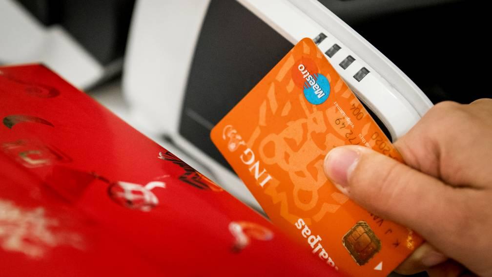 Bekijk details van Is dat 'n pinpas of creditcard? Betaalpasjes worden vanaf 2023 vervangen