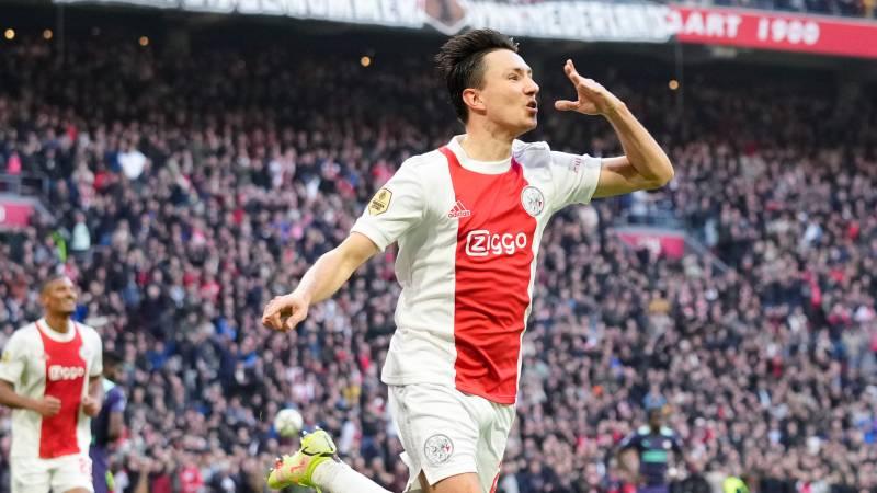 Berghuis gives Ajax the lead against PSV • Wolfsburg dismisses Van Bommel
